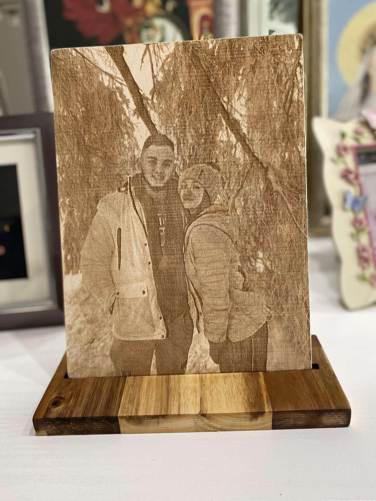 дървена гравюра на снимка