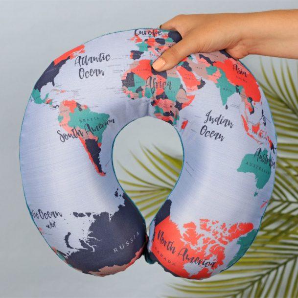 възглавница за път карта на света