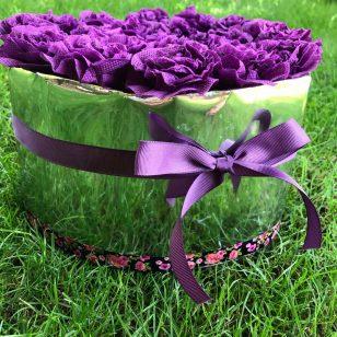 кутия от рози лилава