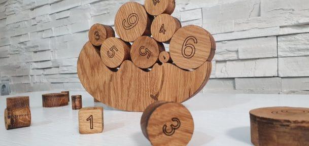 дървена игра за балансиране лунно равновесие